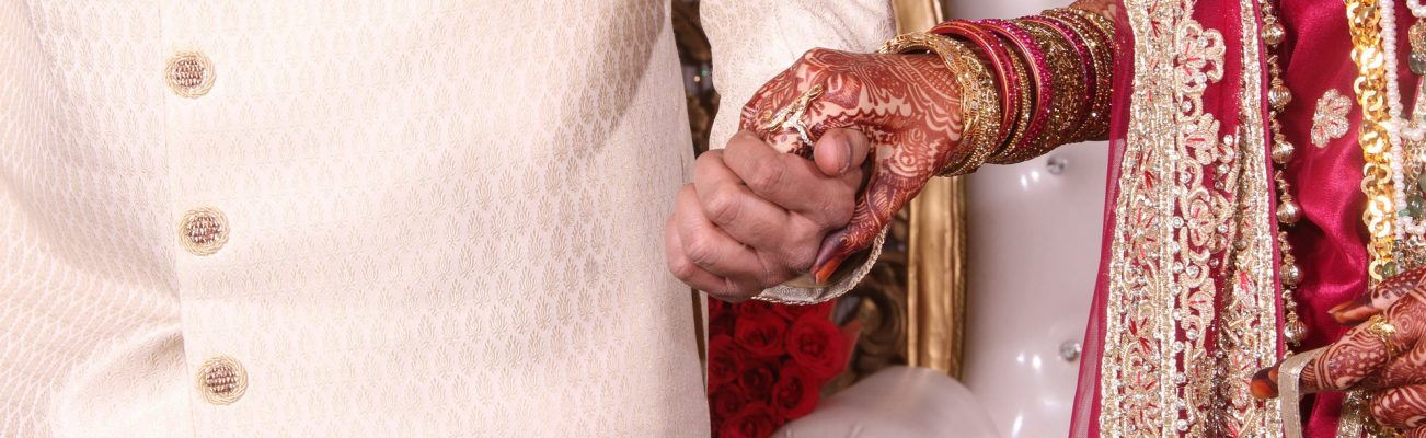 Testigos de una boda a ciegas en Nueva Delhi