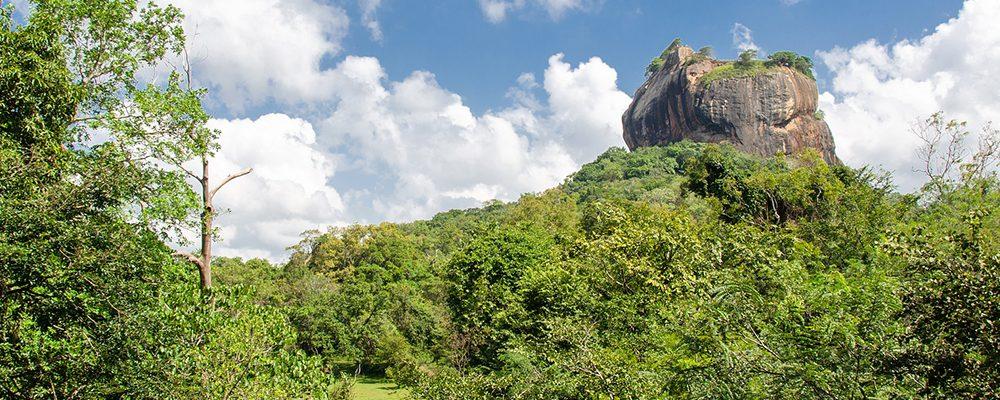 Sigiriya   Montaña mágica con un rey y varias doncellas